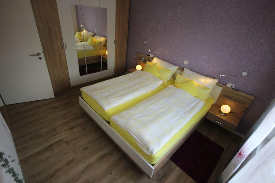 schlafzimmer-1-mit-schrank