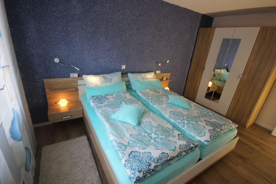 schlafzimmer-mit-schrank